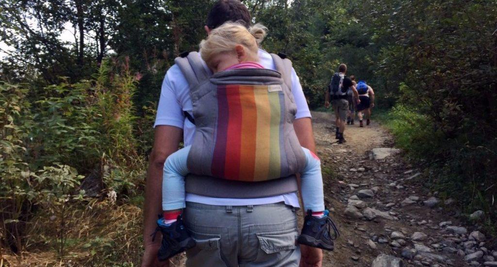 Aventuri in cinci Echipamentul si mancarea pentru copii pe traseu de munte