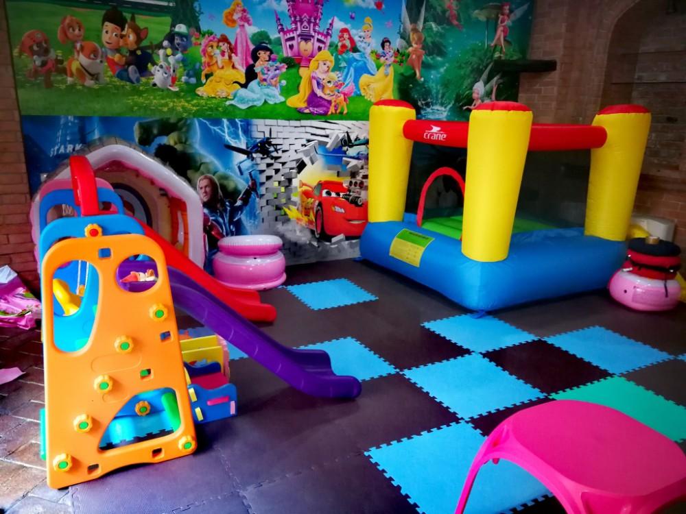 Localuri din Cluj cu loc de joacă pentru copii în interior