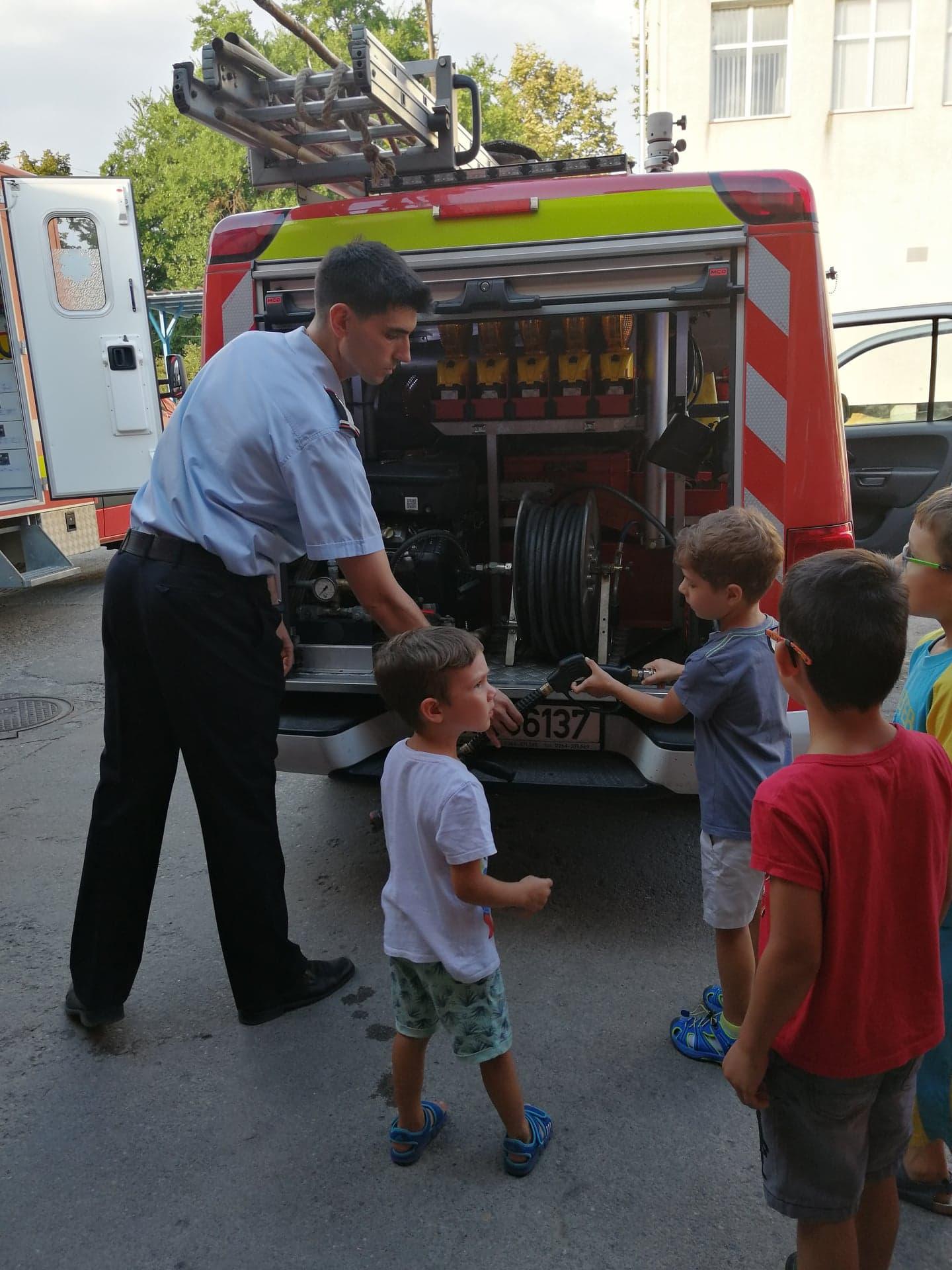 Aventuri in cinci Vizita copiilor la statia de pompieri ISU Cluj